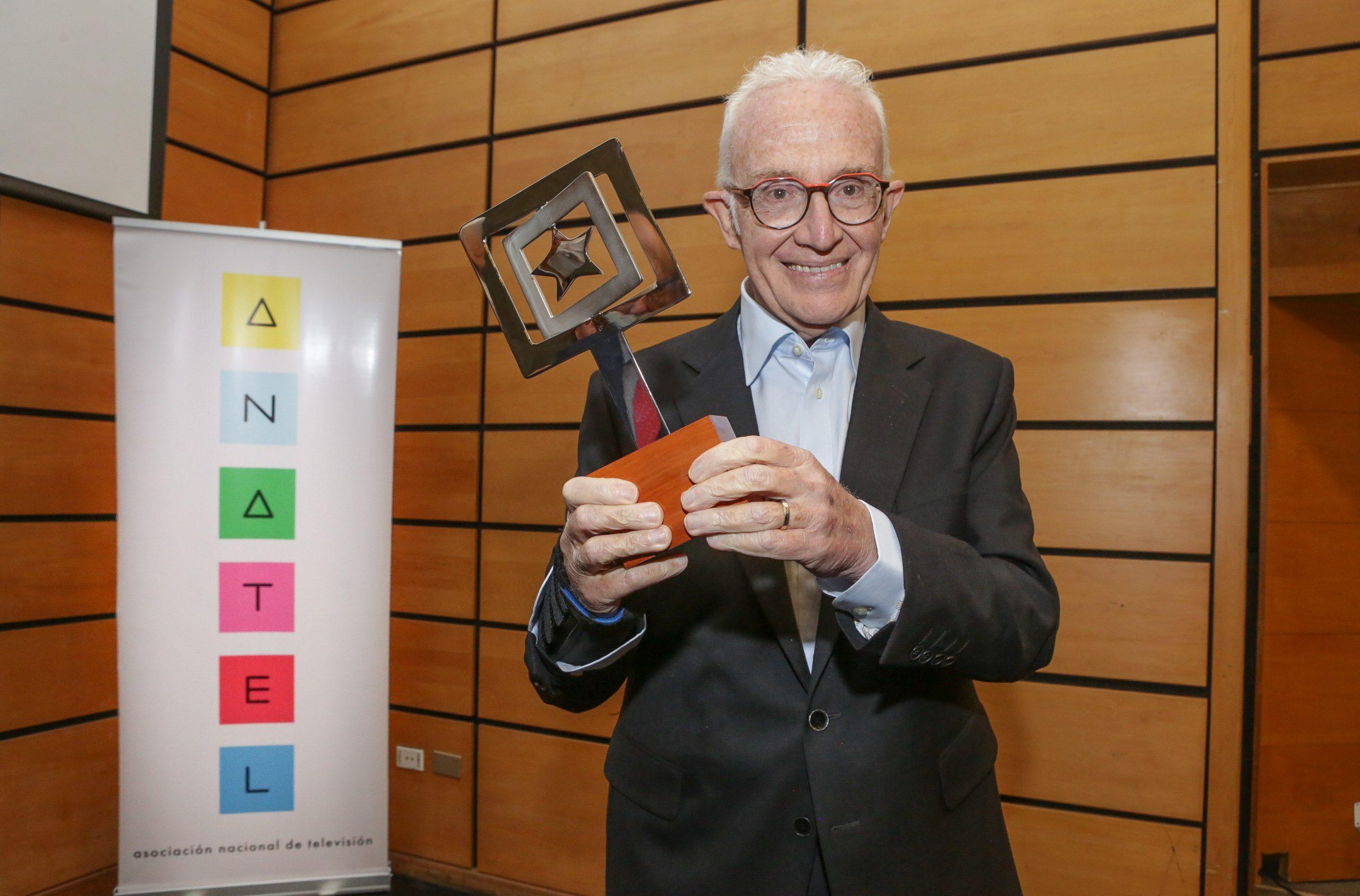 Pedro Carcuro recibe Premio Anatel 2020